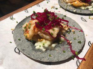 Tacos de pato confitado con mole rojo manchamanteles