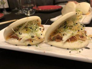 Montadito al estilo Maguro de atún, huevo de codorniz y salsa kimuchi