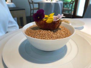 4) Empanadilla de taro rellena con sopa de tomate
